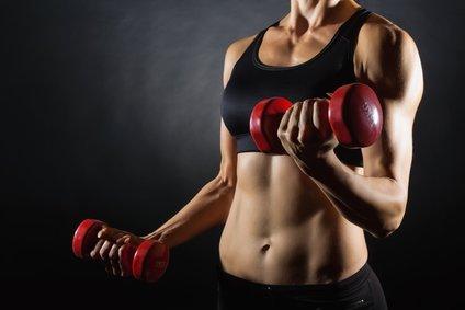 Auch Frauen können DecaDuro benutzen um Ihre Kraft, Ausdauer und Muskeln verbessern zu können